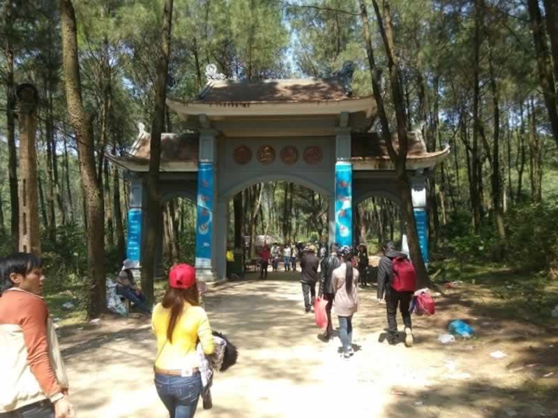Đường đến chùa Hương Tích