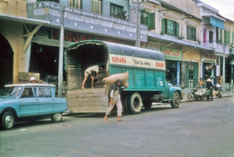 Loạt ảnh Đà Nẵng mộc mạc năm 1964 của Lonnie M. Long
